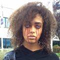 vrouw met bloederige make-up
