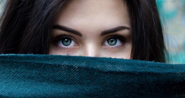 vrouw met groene ogen